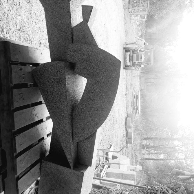 sculpture contemporaine en Granite Bretagne Lucien Mazé