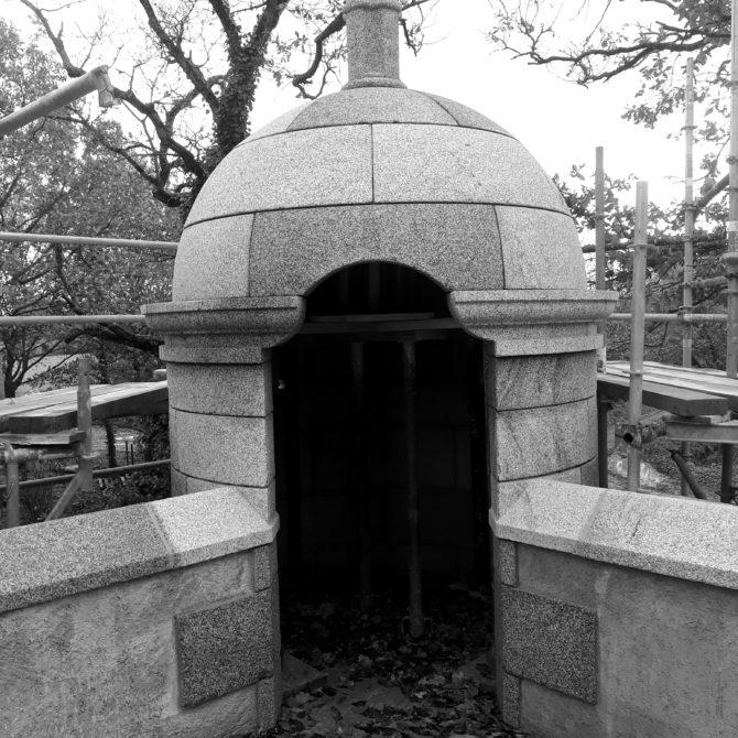 échauguette granite bretagne bouchardé taille de pierre Lucien Mazé