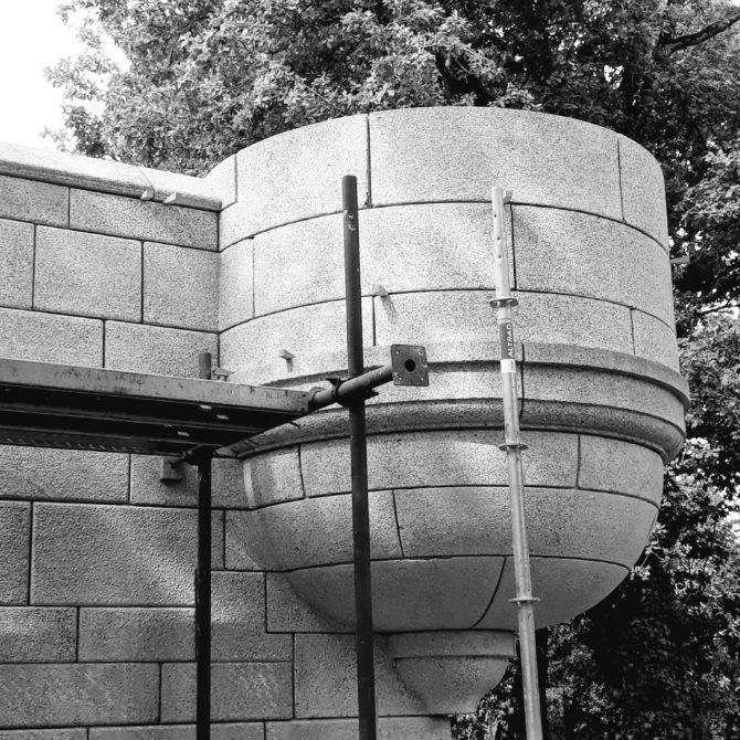 échauguette granite bouchardé bretagne la coudraie taille de pierre Lucien Mazé bouchardé