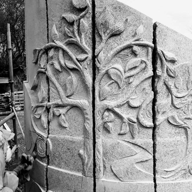 Sculpture arbre de vie granite Bretagne Hommage à St Colomban Lucien Mazé