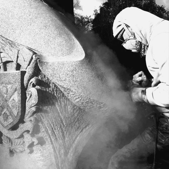 Sculpture Granite Bretagne Menhir Pompiers de Plancoët Lucien Mazé