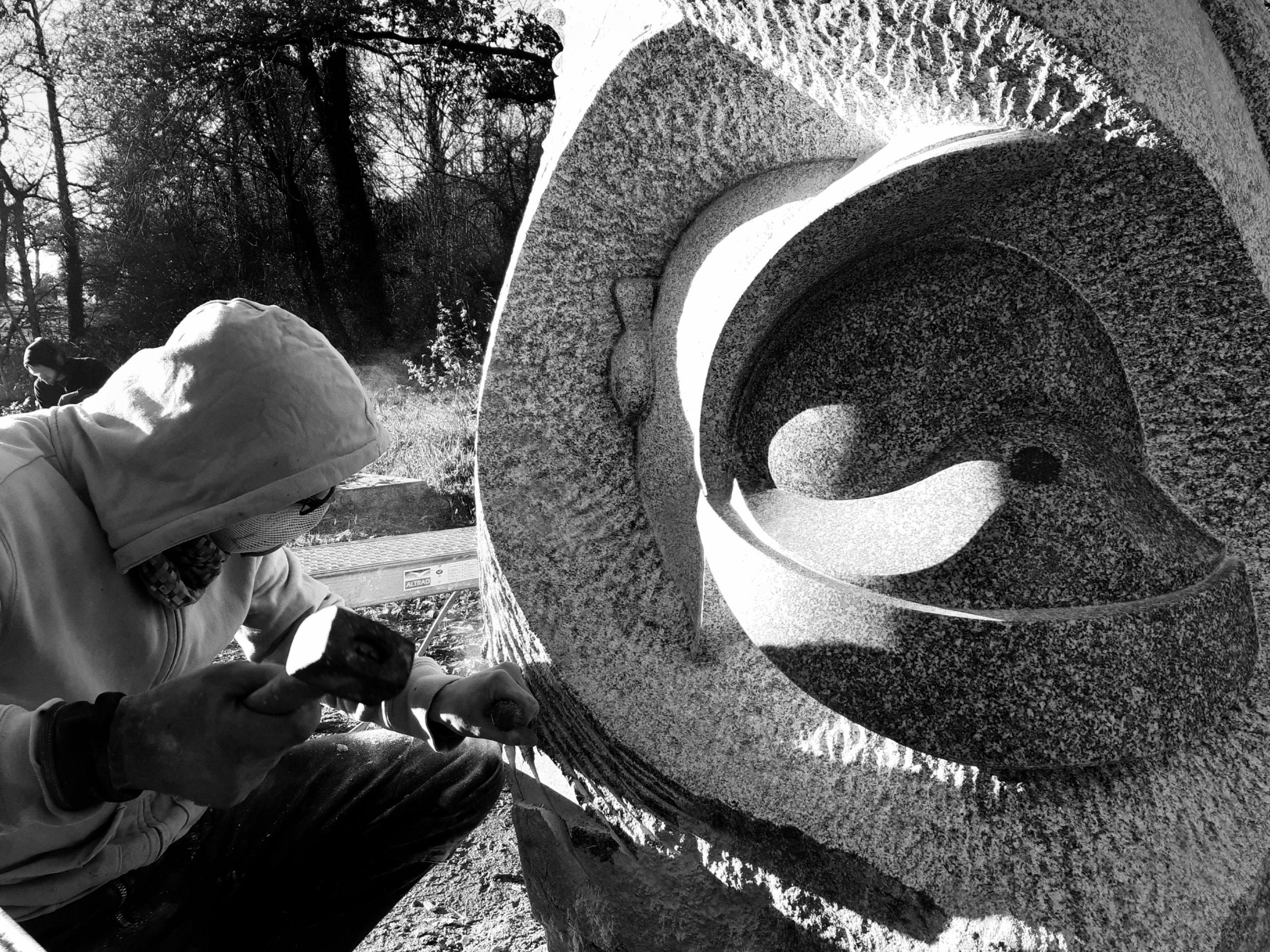 Sculpture Granite Bretagne Megalithe Pompiers de Plancoët Lucien Mazé
