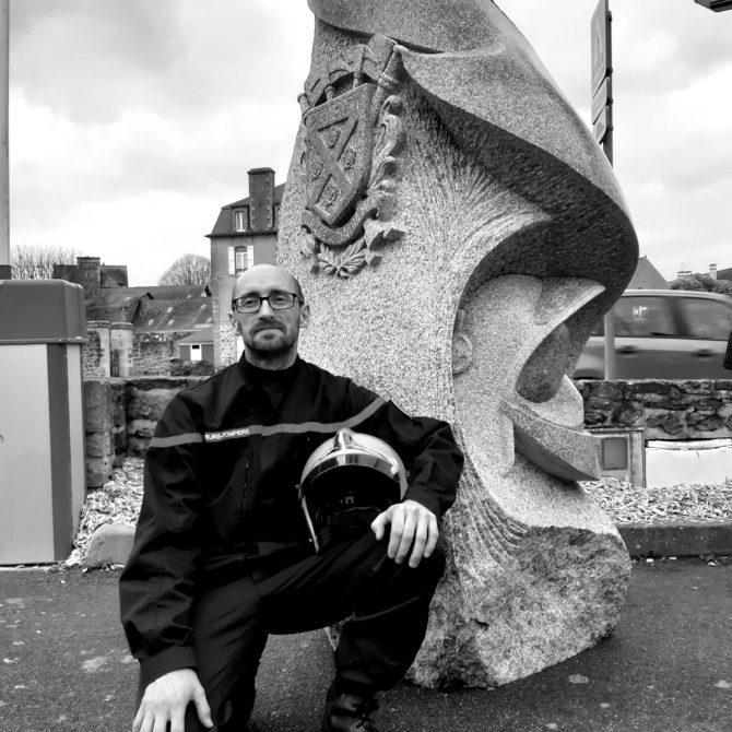 Lucien Mazé Sculpture Granite Breton Menhir Pompiers de Plancoët