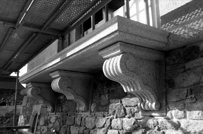 console granite bretagne Lucien Mazé Tailleur de Pierre Balcon-La Coudraie Ploubalay