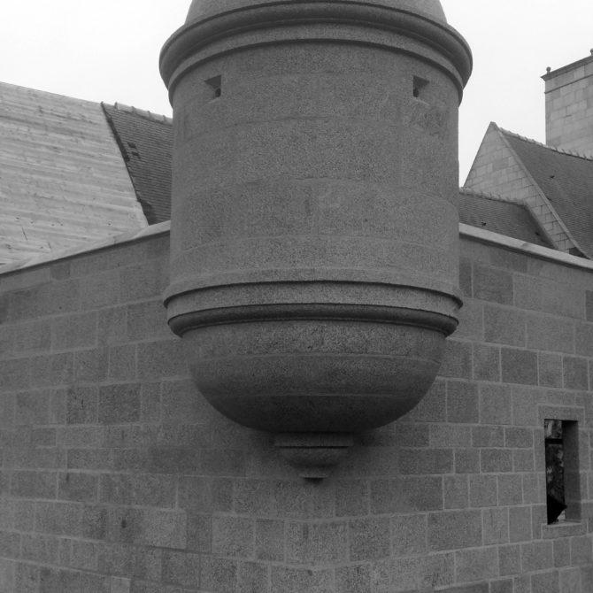 échauguette granite bouchardé bretagne la coudraie taille de pierre Lucien Mazé gand appareil