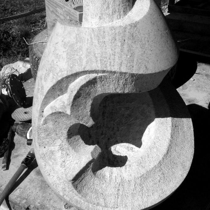 sculpture oeuf pierre bourgogne Lucien Mazé taille de Pierre Bretagne