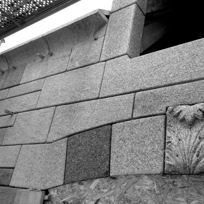 Taille de Pierre granite ornements acanthe La Coudraie Lucien Mazé Bretagne