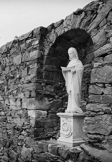 Sculpture socle granite breton Lucien Mazé Gravure sur Pierre