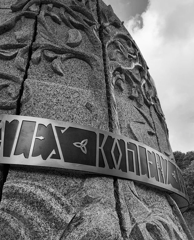 Arbre de vie granite Bretagne St Colomban Lucien Mazé Sculpture Gravure