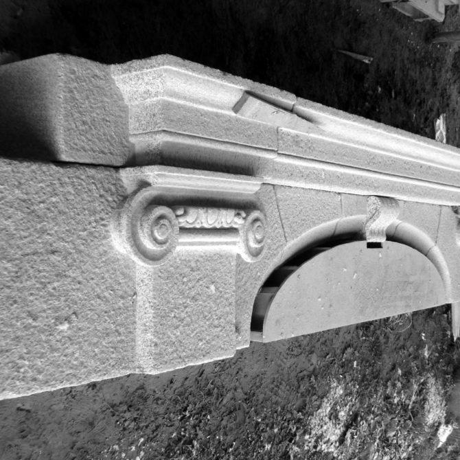 Anse de panier chapiteau Château de la Coudraie Taille de Pierre granite Breton Lucien Mazé