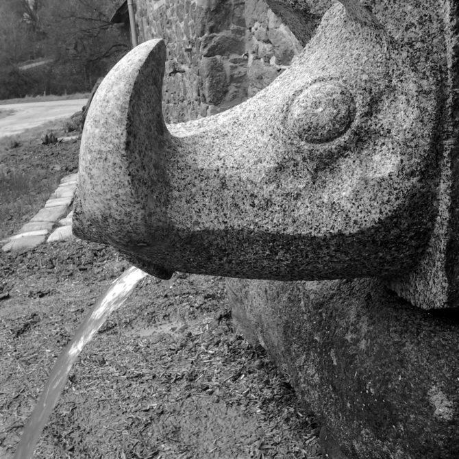 Gargouille en granite breton sanglier Lucien Mazé