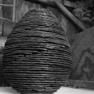 sculpture Ardoise schiste taille de pierre-bretagne-Ateliers-du-Rocher Oeuf Lucien Maze