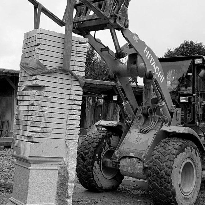 Sculpture monolithe granit Breton Notre Dame des Granitiers Lucien Mazé